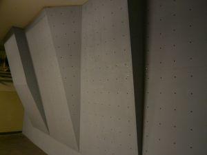 Домашняя скалолазная стенка с фанерными щитами
